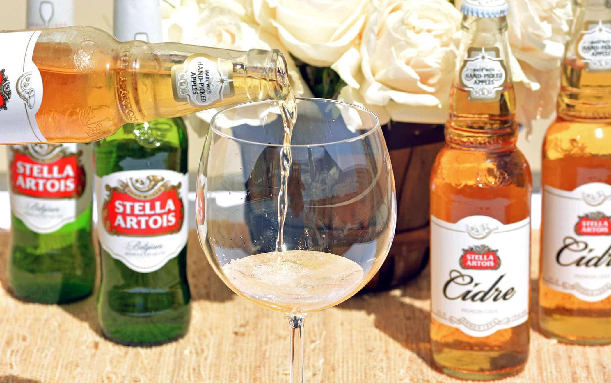 Cider - Stella - wine glass - pour