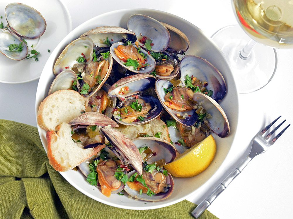 Steamer Clams with Garlic Butter and White Wine